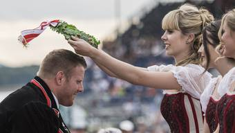 König Matthias Glarner erhält seine Krone.