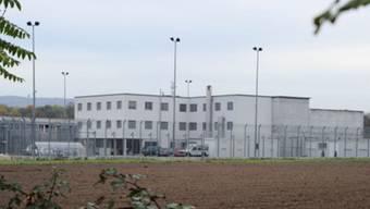 Ein inhaftierter Juegndlicher aus Tunesien ist aus dem Gefängnis Bässlergut abgehauen.