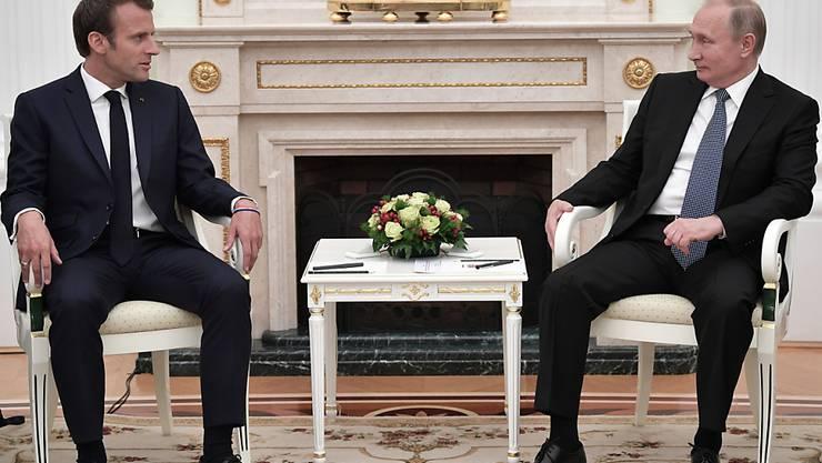Beäugen sich aus Distanz: Frankreichs Präsident Emmanuel Macron und der russische Präsident Wladimir Putin.