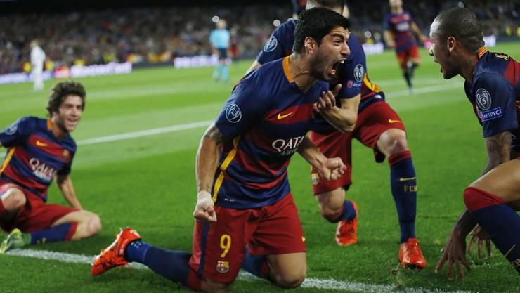 Grosser Jubel über den Siegtreffer für den FC Barcelona durch Luis Suarez