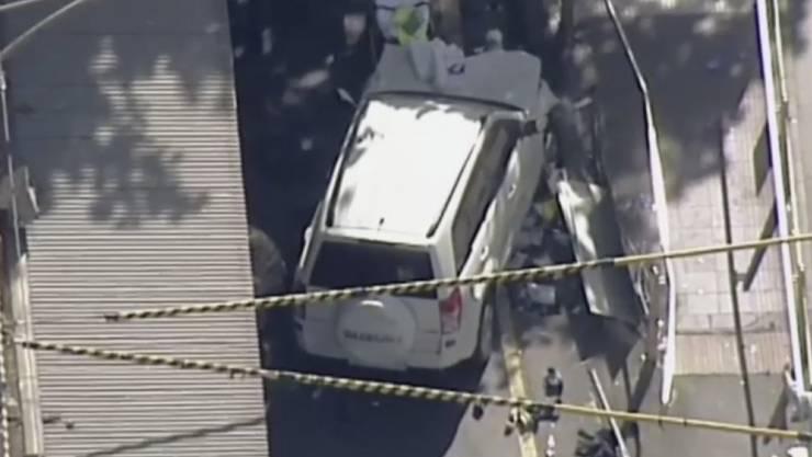 Der Fahrer soll Augenzeugen zufolge absichtlich und mit hohem Tempo in die Passanten gerast sein. (Videostandbild)