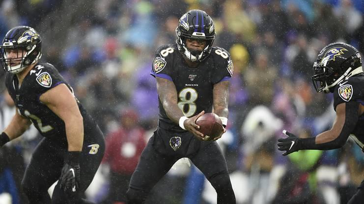 Lamar Jackson geht mit den Baltimore Ravens als Favorit in die Playoffs.