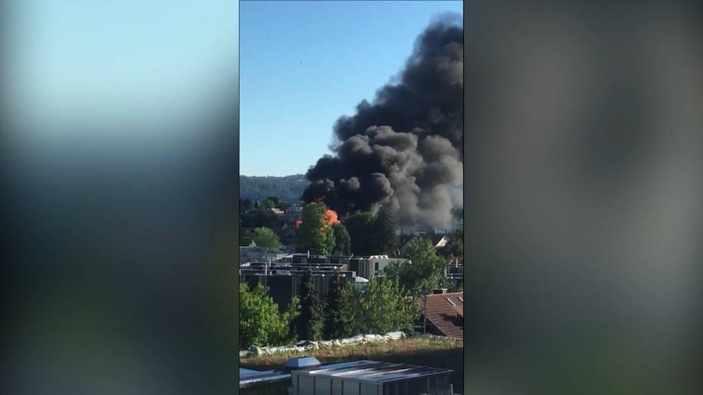Mehrere Explosionen bei Wohnhausbrand in Dietlikon