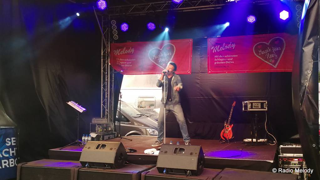 Mark Dean, er brachte einen Hauch von Elvis auf die Bühne.