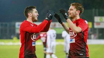 Petar Misic und der Torschütze zum 3:0 Olivier Jäckle jubeln nach dem Tor.