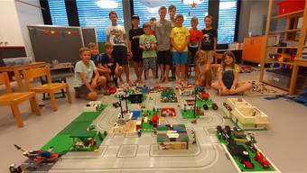 Die Teilnehmerinnen und Teilnehmer des Ferienpass-Kurses «Mit Lego eine Stadt bauen».
