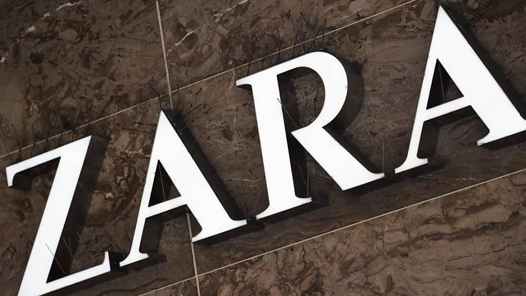 Inditex, der Mutterkonzern des Modelabels Zara, hat zugelegt: Logo aufgenommen in Zürich (Archivbild).