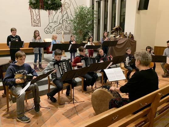 Ensemble unter der Leitung von Theresa Lehmann