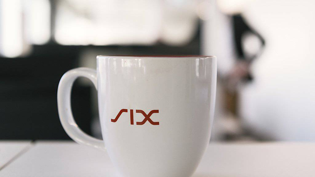 Zurücklehnen und Kaffeetrinken liegt nicht drin: Die Finanzinfrastrukturdienstleisterin SIX befindet sich mitten in einem Umbau. Trotz Rekordumsatzes hat sie einen Gewinntaucher in Kauf nehmen müssen. (Archivbild)