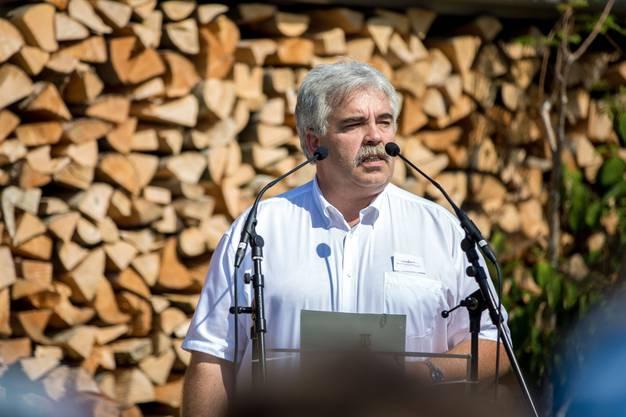Auch Beat Linder, der Gemeindepräsident von Bätterkinden ehrte die amerikanischen Bomber-Insassen mit seinen Worten.