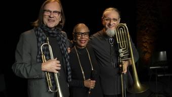 Peter Schärli mit Sandy Patton und Glen Ferris 2019 im Burgbachkeller Zug