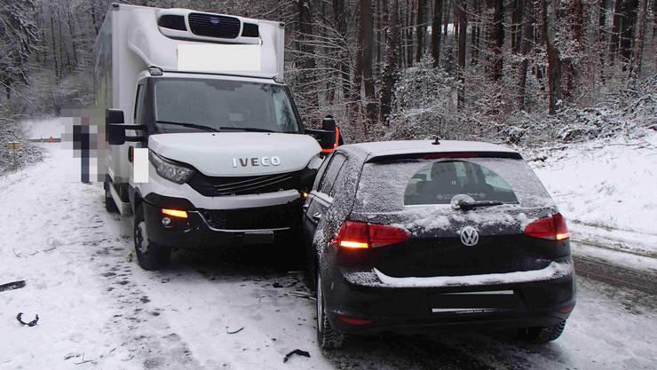 Full-Reuenthal AG, 31. Januar: Eine 23-jährige Italienerin kam mit ihrem VW ins Rutschen und kollidierte mit einem Lastwagen.