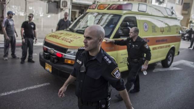 Polizei und Ambulanz nach der Messerattacke in Tel Aviv