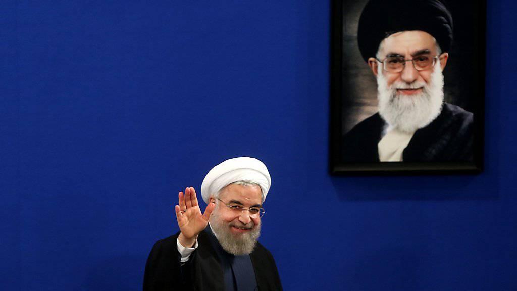 Der iranische Präsident Hassan Ruhani: Nachdem die Blockade des Atomabkommens in den USA gescheitert ist, kann bald die Umsetzung beginnen. (Archivbild)