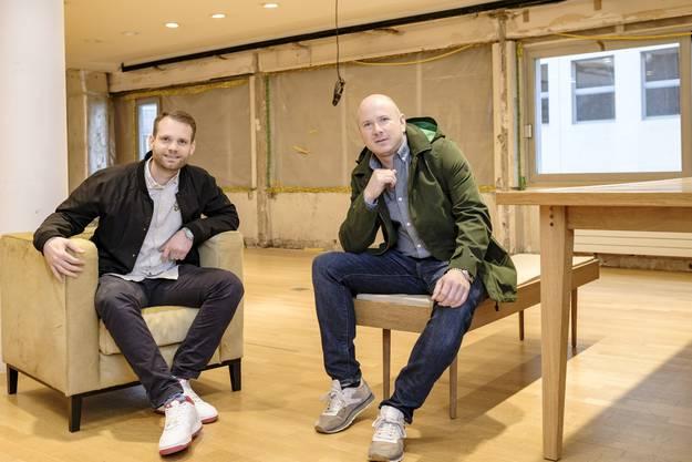 Ben Koechlin (links) und Mathias F. Böhm von Pro Innerstadt Basel sind mitten in den Umbauarbeiten am neuen Laden.