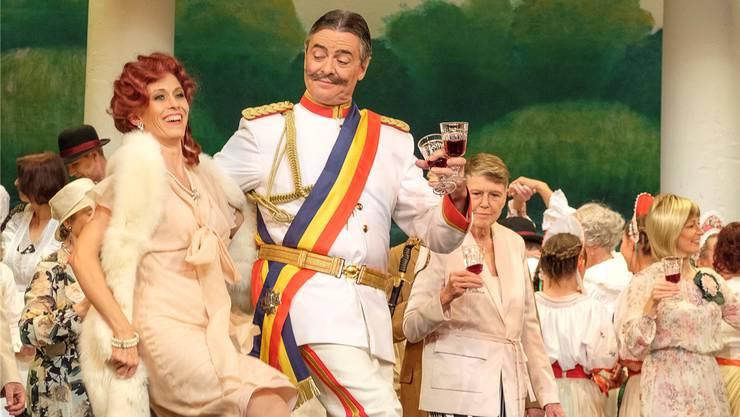Mit grosser Spielfreude und Bühnenpräsenz wird die «Gräfin Mariza» in Möriken auf die Bühne gebracht.