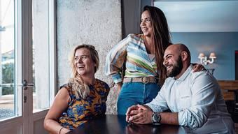 Tamara Rawlins, Karolina Setenta und Giuseppe Struzo freuen sich, am Donnerstag, 10. September, Gäste in der Aarebar begrüssen zu dürfen.