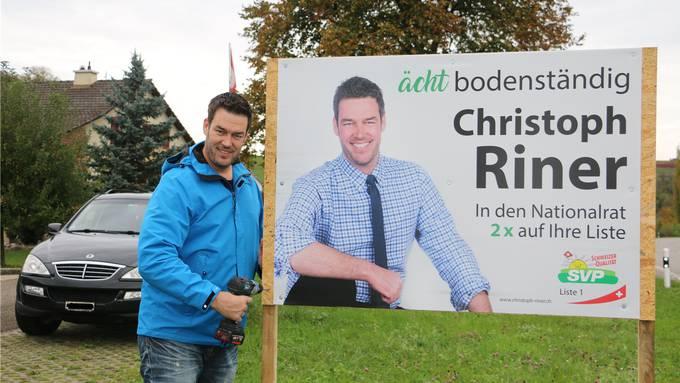 Nach der Wahl ist vor dem Abräumen: Christoph Riner sammelte am Montag die im ganzen Kanton verteilten Plakate wieder ein.