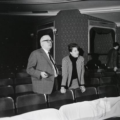 Friedrich Dürrenmatt und seine Frau Lotti bei Proben zum Stück «Der Meteor» im Jahr 1966 am Schauspielhaus Zürich.