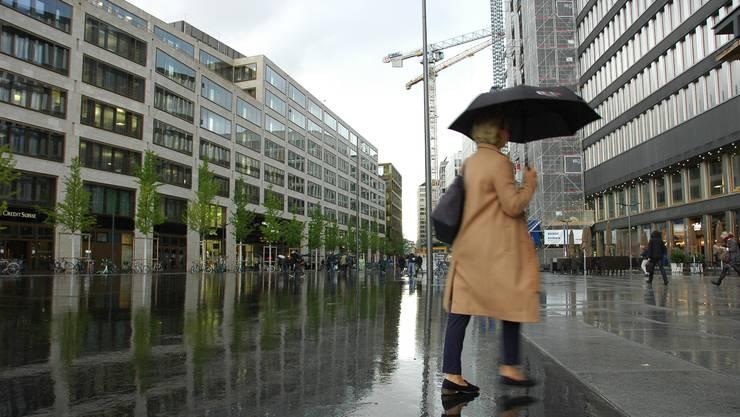 Bald sind auch die letzten Bauarbeiten an Zürichs neuem Quartier Europaallee, das sich von der Sihlpost bis zur Langstrasse erstreckt, beendet.