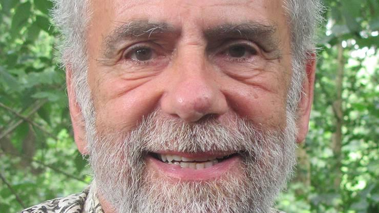 Der US-amerikanische Psychologe Paul Rozin untersucht seit mehr als 30 Jahren, wie sich Nahrungsvorlieben und-abneigungen in verschiedenen Kulturen entwickeln. Er ist einer der renommiertesten Forscher auf diesem Gebiet. Für seine erste Untersuchung dazu lebte er einige Zeit in einem Dorf in Mexiko, um herauszufinden, weshalb die Mexikaner so gern scharfe Chilischoten essen. Der heute 80-jährige emeritierte Professor der Universität von Pennsylvania ist weiterhin in verschiedenen internationalen Forschungsprojekten aktiv.
