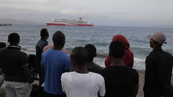700 Bootsflüchtlinge gerettet: Migranten auf der griechischen Insel Kos