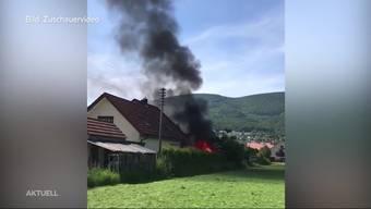 Lichterloh brannte am Montagabend in Wangen bei Olten das Gartenhaus von Martina Beljean. Verletzt wurde beim Brand niemand.
