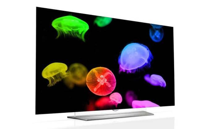 Dünner gehts nimmer: Der neue 55-Zoll-Fernseher von LG ist nicht einmal 5 Millimeter dick. Es gibt ihn gerade und als gebogener Curved TV. Wie viel das edle Stück kosten wird, hat der Hersteller noch nicht verraten.