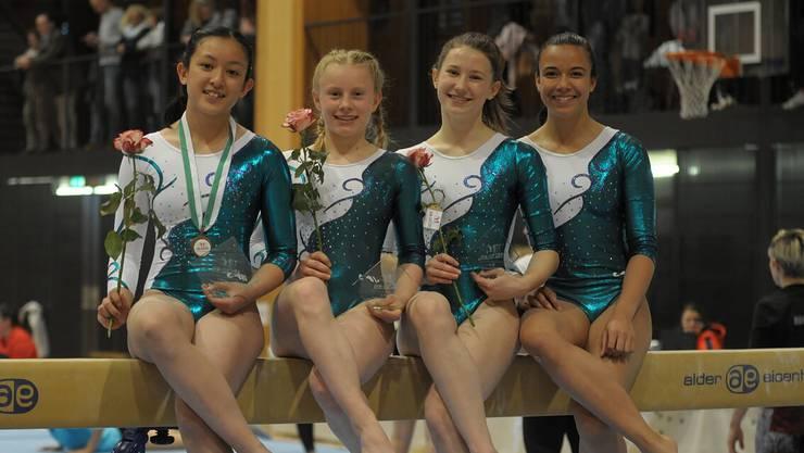Am GymCup in Oberbüren sichern sich die Turnerinnen vom P4A die Bronzemedaille (v.l.n.r.): Lana, Aline, Hannah und Saranya.