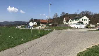 Zwischen Othmarsingen und Hendschiken soll ein neuer Radweg gebaut werden. Bild: Einmündung  Eichhofstrasse in die Dottikerstrasse