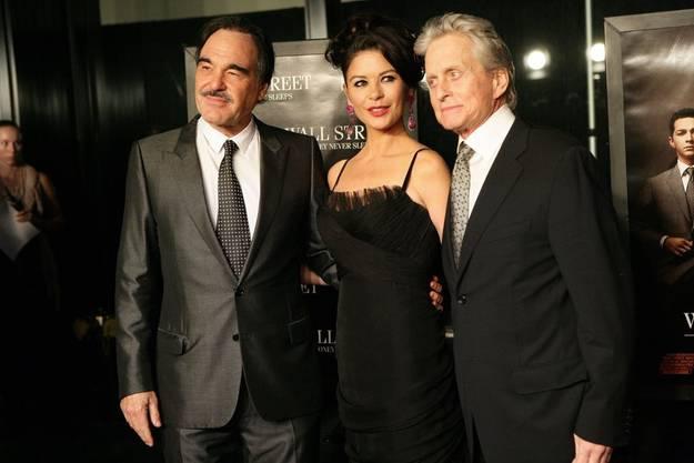 Mit Oliver Stone und Catherine Zeta-Jones an der Premiere von «Wall Street 2».