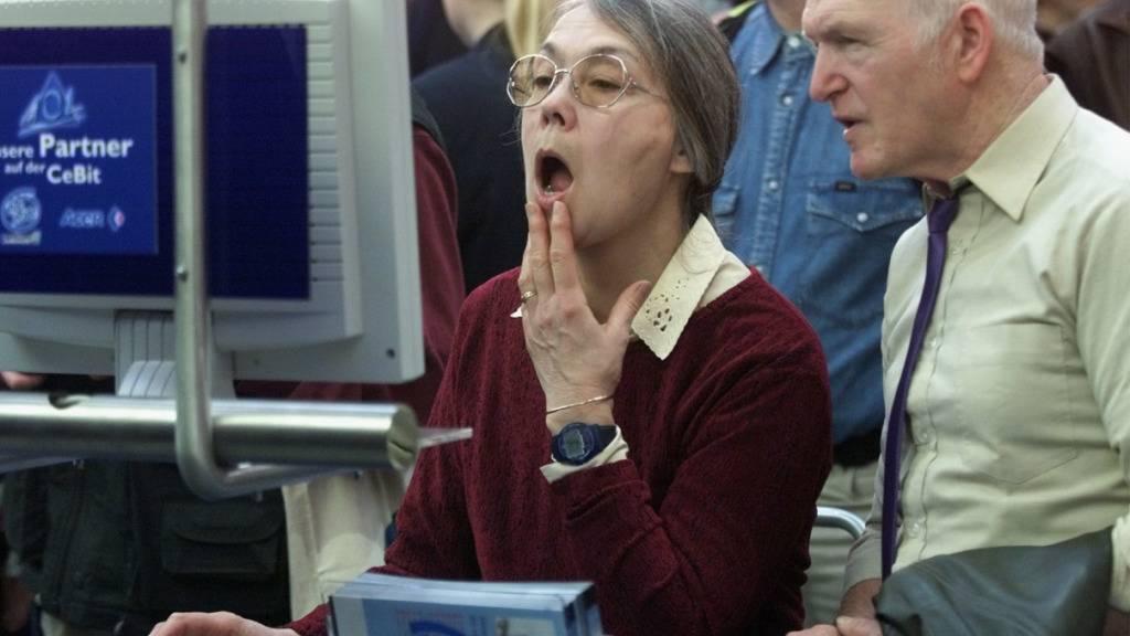 Seniorinnen und Senioren finden zunehmend Gefallen an der virtuellen Welt. Digitale Angebote sind laut einer Studie von Pro Senectute bei den über 65-Jährigen heute hoch im Kurs. (Symbolbild)