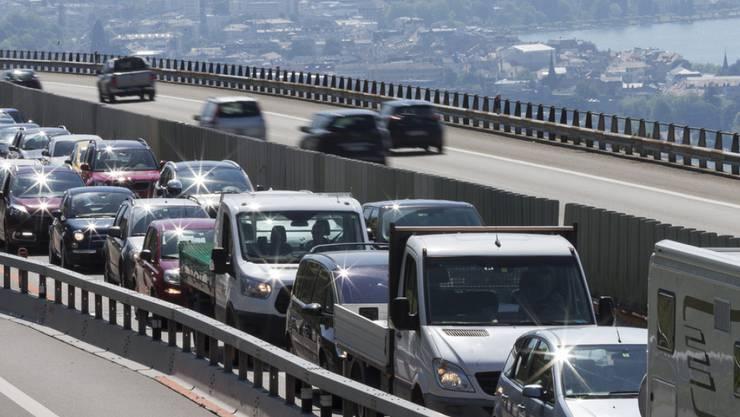 Neun von zehn Staustunden in der Schweiz waren 2017 auf Verkehrsüberlastung zurückzuführen. (Archiv)