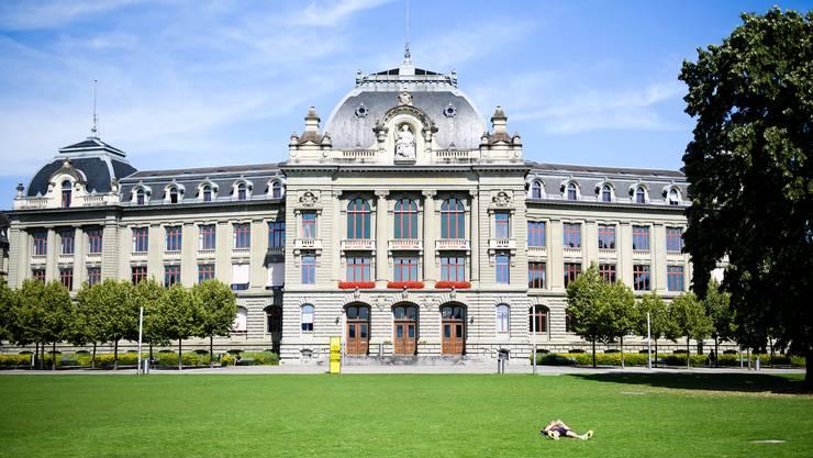 Ab Montag müssen Studierende der Universität Bern auch während Lehrveranstaltungen eine Maske tragen. (Archivbild)