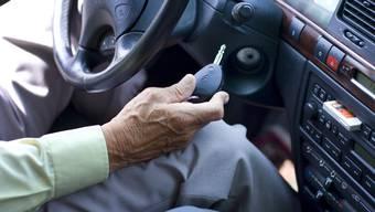 Insgesamt verzeichnete die Polizei 2014 einen Anstieg um 77 auf 1106 Unfälle im Stadtkanton - vorallem bei Senioren und Velofahrenden (Symbolbild).