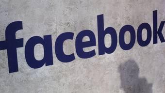 Facebook will in einem neuen News-Bereich auf seiner Seite Schlagzeilen und Auszüge aus Medienartikeln veröffentlichen. (Symbolbild)