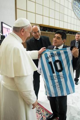 Diego Maradona bei Papst Franziskus am 1. September 2014.