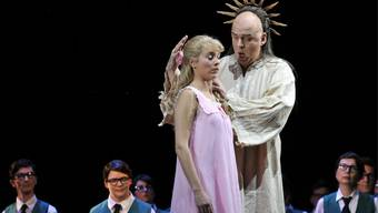 Pamina und Sarastro in Mozarts Zauberflöte.