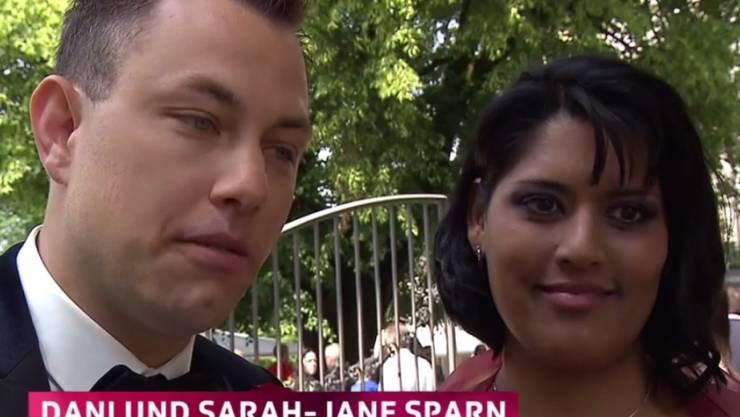 Die Schlagersängerin Sarah-Jane (r) und ihr langjähriger Gefährte Dani Sparn (l) haben sich am Wochenende das Jawort gegeben. (Screenshot SRF)