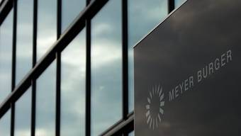 Der Thuner Solarzulieferer Meyer Burger hat den tiefroten Jahresverlust 2017 reduziert, ist jedoch verhalten ins neue Jahr gestartet . (Archiv)
