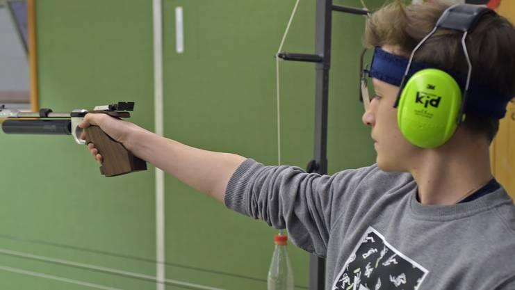 Dominik Iten, der beste Pistolenschütze stehend frei am «Aargauer Zähni».