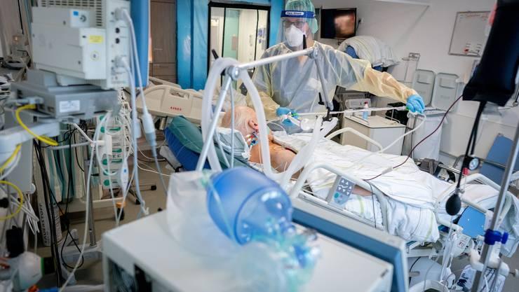 Bei Coronapatienten kommt es häufig zu lebensbedrohlichen Lungenentzündungen und Thrombosen. (Symbolbild)