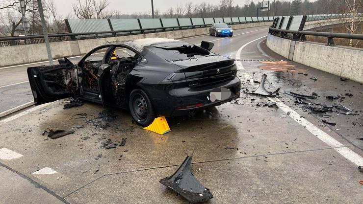 Ein Kanadier war zu schnell auf der Staffeleggstrasse unterwegs und verlor die Kontrolle über sein Auto.