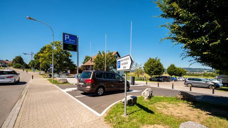 Bei schönem Wetter, an Wochenenden und an Ferientagen erstickt die Gemeinde Seegräben am Pfäffikersee im Ausflugsverkehr.