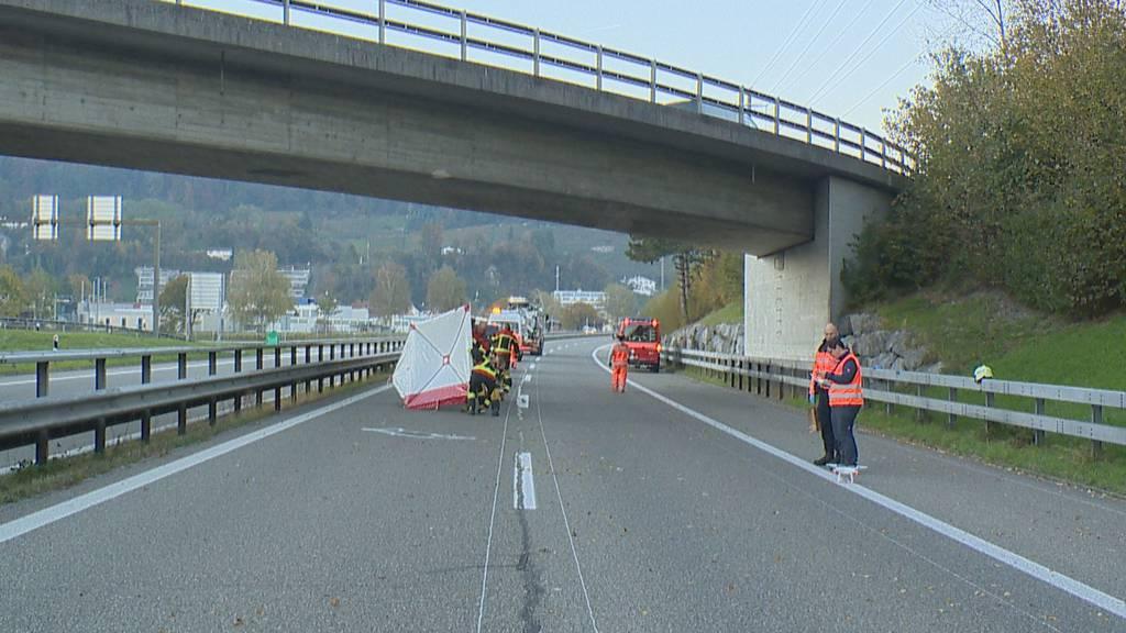 Mann stürzt von Autobahnbrücke bei Au und stirbt