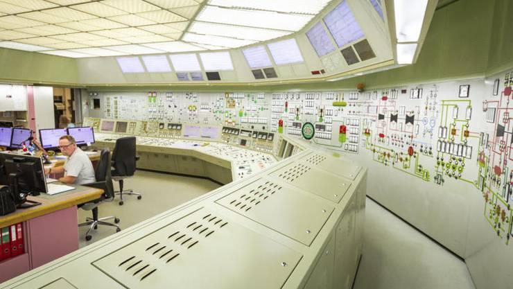 Die Schaltzentrale im AKW Beznau: Die Panels und Anzeigen stammen aus dem Jahr 1990 – sie können noch heute genau so gekauft werden.