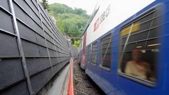 Wird Liestal zukünftig zwischen Gleisen und Autobahn im «Lärmschutzwand-Sandwich» sein? (Symbolbild)