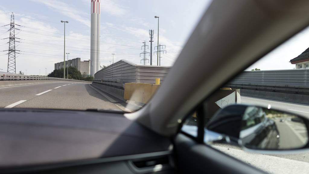 Der 52-Jährige hat den Seitenspiegel des Autos seiner Ex-Frau abgeschlagen.