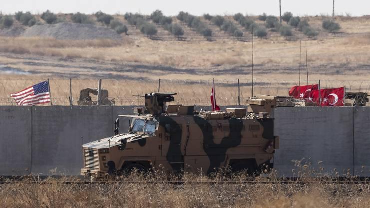 Türkische und US-Truppen bei einer Patrouille in der Nähe von Akcakale – das Bild stammt vom Montag.
