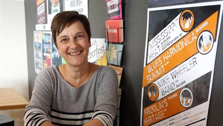 Bluus-Club-Vereinspräsidentin Susanne Slavicek im Fjord in Baden.